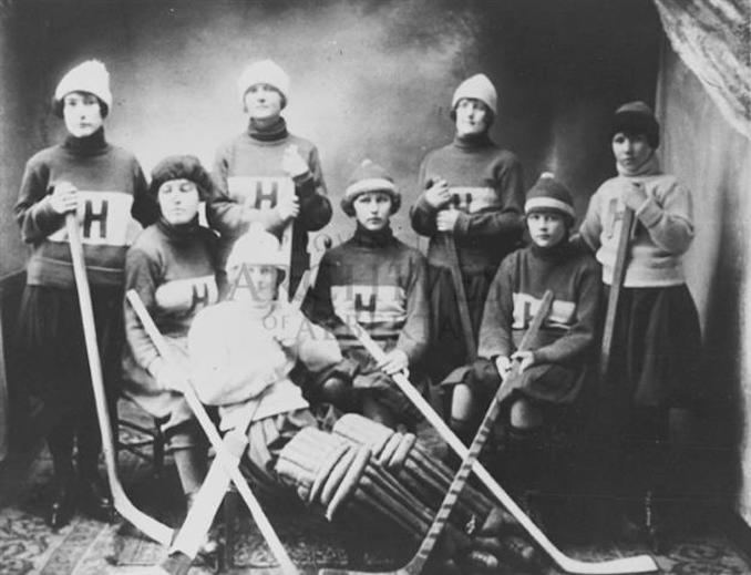 1900 - A16925 - Hardisty Girls Team. Left to right - Francis Foster, Helen Foreman, Gwen Foster, Min McKay, Wana Robbins, Mary McArthur, Loveny Skogheim