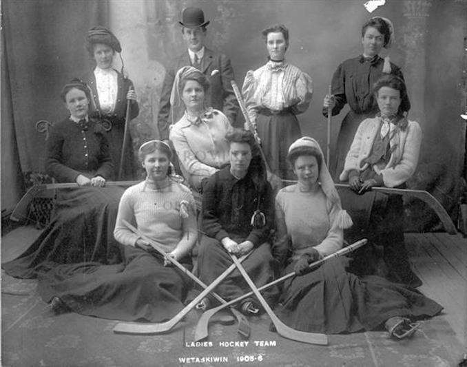 1905 - A13170 - Wetaskiwin Ladies Team