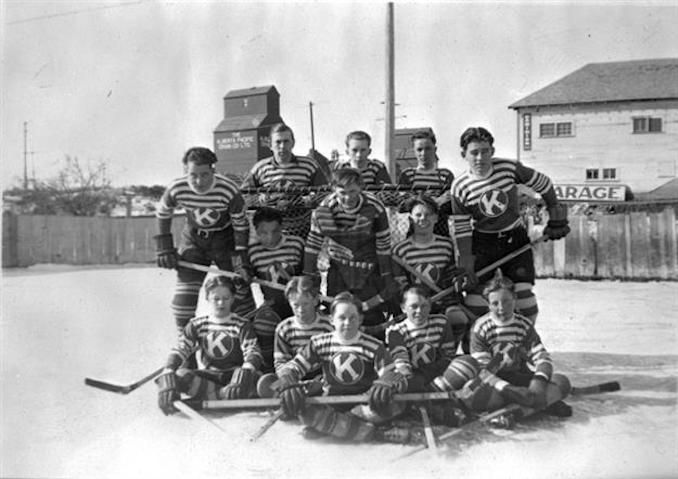 1938 - A15236 - Group photo of Kitscoty hockey team