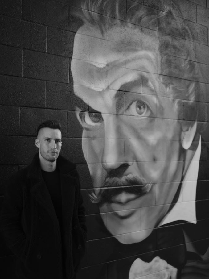 Mike Thorn Chilling with Vincent Price outside Oak Tree Tavern. Photo credit Robert Boschman.