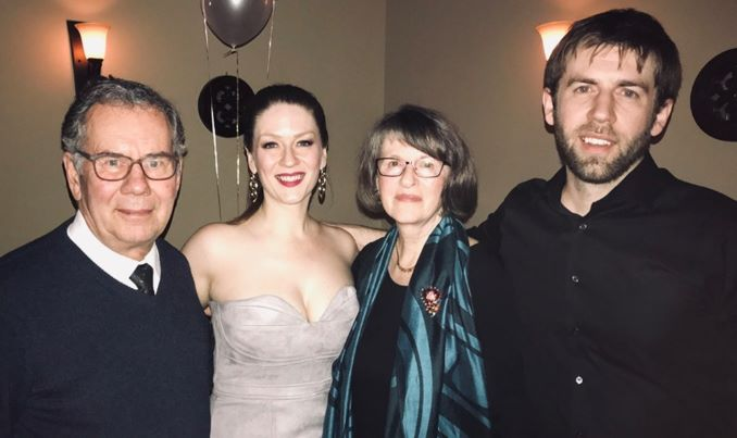 My amazing family (Arthur, June and Cameron) to whom I owe everything.