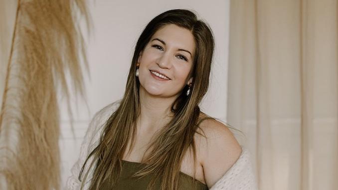 Homegrown Business: Avalon Lukacs founder of wellness brand Aura Inner Beauty
